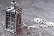 Dr Who TARDIS Police Box Necklace